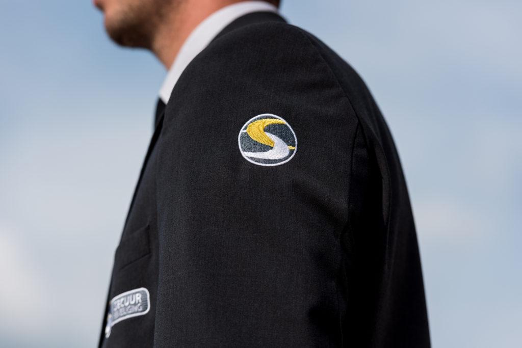 Pak met logo van Secuur Beveiliging